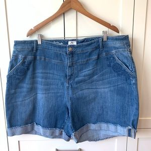 D/C Jean shorts with embroidered details